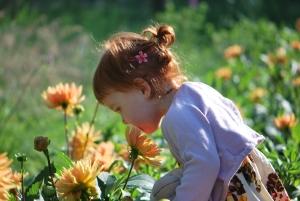 Roukie sent les fleurs