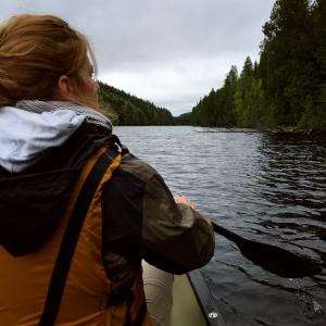 Pagayer sur le paisible lac Sault