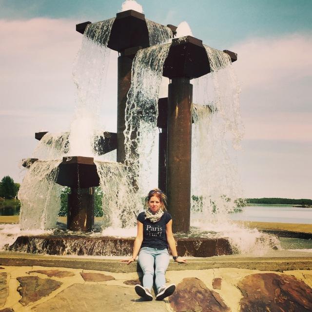 Fontaine du cinquantenaire de la ville devant le lac Osisko
